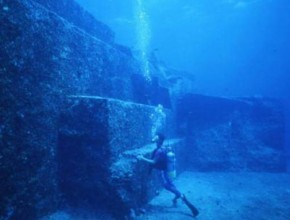 Underwater-structures-at-Yonaguni